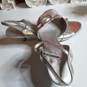 Predictions silver buckle kitten heel sandal sz 13